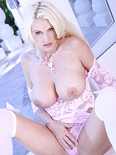 Blond MILF vixen Rhyse Richards pussy is feeling sexy, sensual and down right slutty to be filled tight. Her dripping wet pussy just needed Rhyse to stuff it full of all her toys and fuck her self into a frenzy and spread open wide that cock hungry hot pussy.
